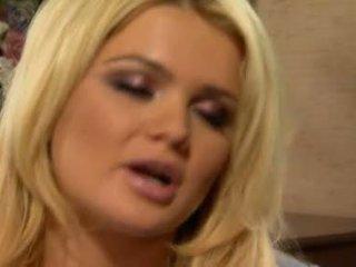 Alexis ford has її солодка круглий mams sprayed з свіжий creamy пеніс молоко
