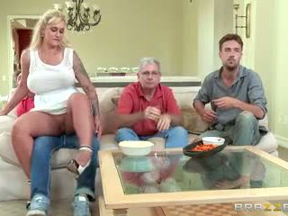 Brazzers - mama vitrega takes unele tineri pula