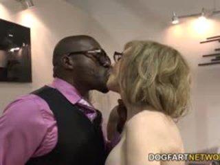 Nina hartley fucks negru guys pentru votes