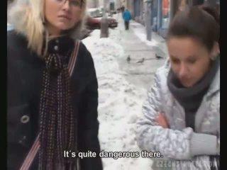 체코의 streets alena 과 친구 flashing 용 현금
