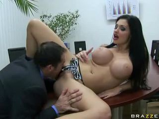 bruneta, melouny, velká prsa