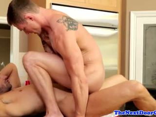 Muscle jock pounding dar göt before cumming