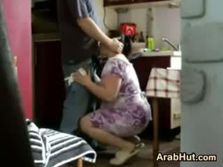 Thick amateur arab chavala gets follada