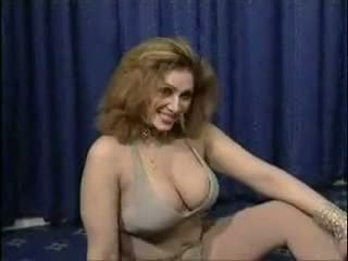 Pakistani bigboobs aunty nude dance in her bedroom