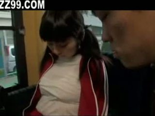 Berpayu dara besar gadis pada bas 03