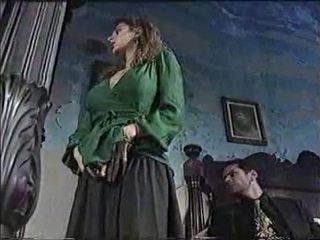 Секси мацка в класически порно филм 1
