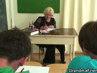 Senas seksas tryse į the klasė