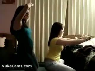 Kamera kanak-kanak perempuan daripada turkey menari