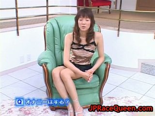 Hiromi aoyama having spaß runde spielzeug