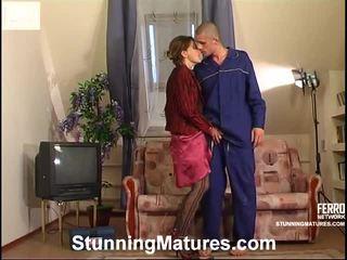 Christie と gerhard irresistible mamma インサイド actionion