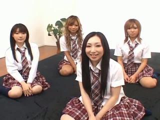 जपानीस v मॉडल है मजाक साथ an ऑर्जी