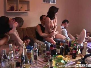 Τσέχικο beginner μυστικό groupsex πάρτι
