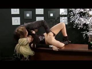 Christy mack follada en un oficina
