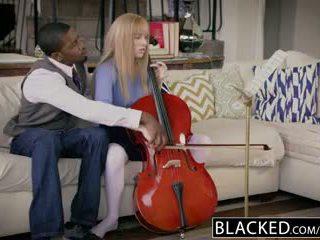 Blacked 처음으로 인종 용 풍부한 소녀 riley nixon