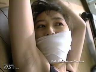 Jolie oriental femmes lié et restrained pour intense fétichisme amusement