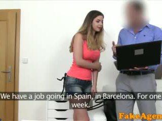 Fakeagent brits babe met groot tieten geneukt door nieuw euro agent video-