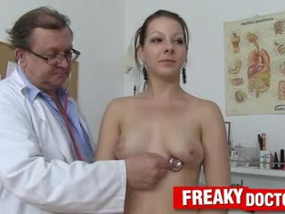 뜨거운 tarya 왕 과 늙은 gynecologist