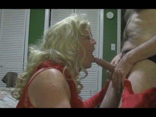 Blond crossdresser blows groß schwanz schwer