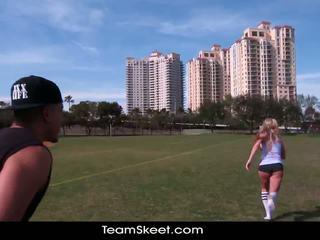 Therealworkout skitten blond addison avery laget kjærlighet etter football trening