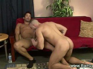 Heteroseksualus ir gėjus guys doing a sixtynine