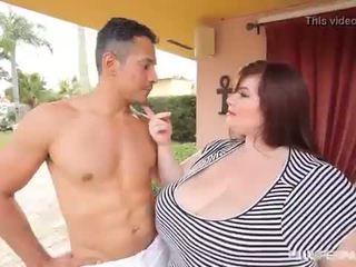 Liels zīle lielas skaistas sievietes lexxxi luxe fucks the latino gardner