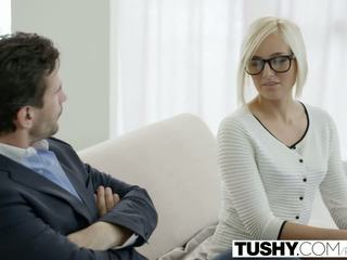 Tushy hot sekretaris kate england gets silit from client