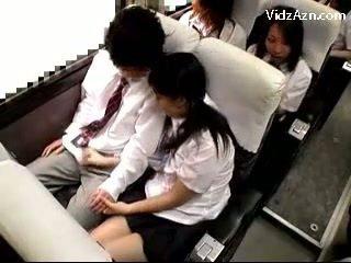 女学生 催人泪下 离 guys 公鸡 上 该 schools 总线 旅
