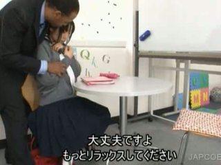 Jepang pelajar putri gave memainkan kontol dengan tangan