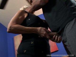 Grande boobie abuela vikki vaughn likes coarse grande polla sexo