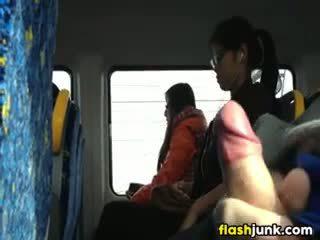 Flashing 一 硬 公雞 在 asia 上 該 火車