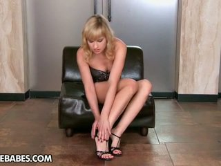 striptease, laski, długie nogi