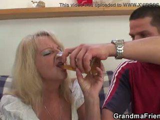 Partying guys gwóźdź blondynka grandmother