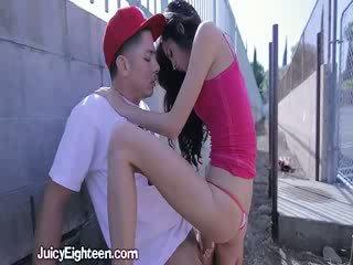 Zoey kush blows lui fuori doors