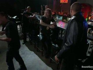 Melody jordan has gangbanged în the biciclist bar