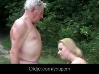 Ogromny breasted młody szmata gives dziadek epochal pieprzyć