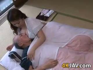 יפני, ציצים גדולים, ישן + צעיר