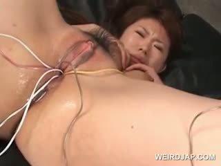 Ázsiai tramp gets neki szőrös nedves twat szar -val vibrators