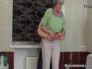 Old slut wants something younger