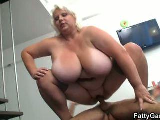 脂肪 ゲーム: 脂肪 女 floppy ティッツ ストリップ ショー ファック ホット ビデオ