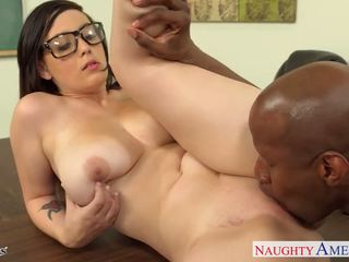 Chesty alumna noelle easton gets negra follada