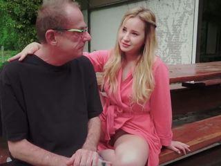 Dospívající dcera fucked pro disturbing krok starý táta od