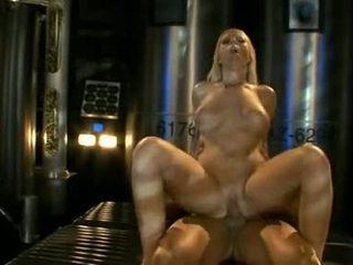 Groot titted ahryan astyn pumps haar soaked aperture hard op een massief schlong