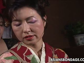 Aziatisch rijpere teef has een rope session naar verduren: porno f5
