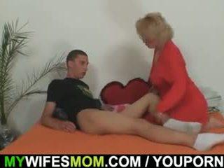 Mother-in-law fucks hänen poika sisään laki