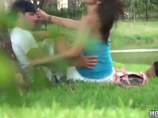 Shapely remaja rides sebuah titit