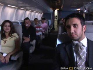 Horký holky having pohlaví v a airplane xxx