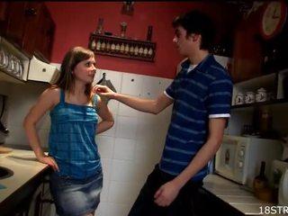 Amorous ja villi keittiö seksi