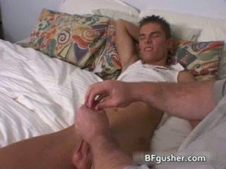 Brandon acquires ของเขา เซ็กซี่ เกย์ องคชาติ jerked