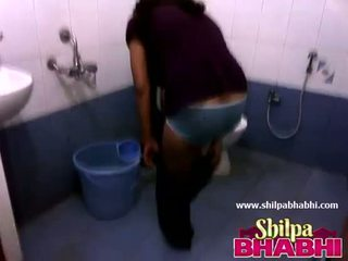 Indian Housewife Shilpa Bhabhi Hot Shower - ShilpaBhabhi.com