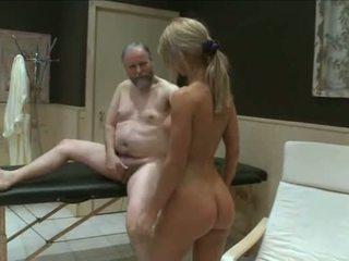 Two jung mädchen fick alt garndpa im sauna